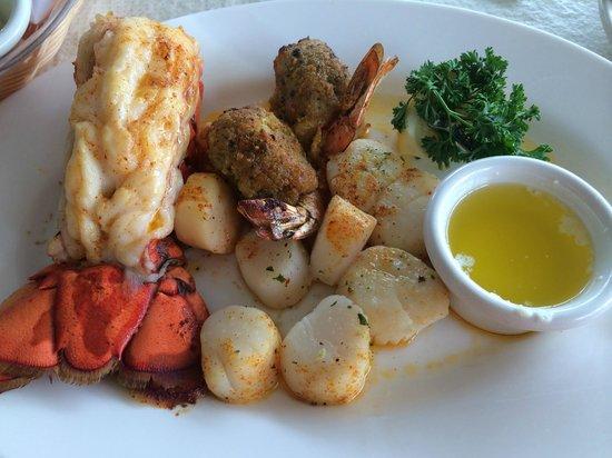Jetty's: Shellfish combo dinner