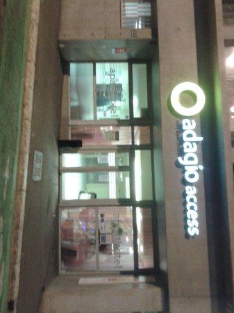 Adagio Access Marseille Saint Charles: entrata hotel