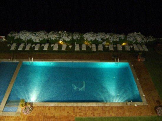 Talaso Hotel Louxo La Toja: La piscina de noche