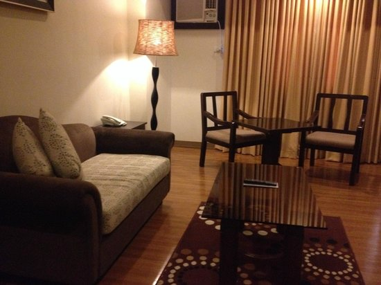 The Pinnacle Hotel and Suites: executive suite