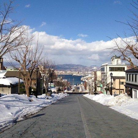 Hachimanzaka: 晴れると特に綺麗です