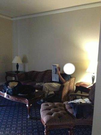 Peery Hotel: Sitting area of suite