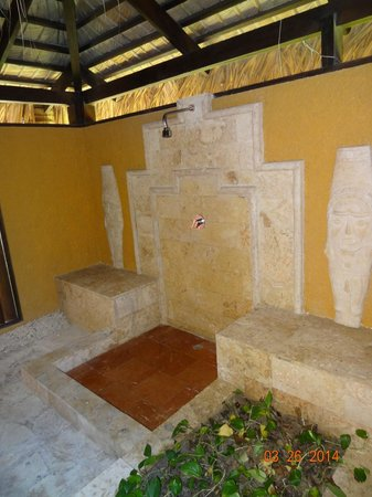 Grand Palladium Bávaro Suites Resort & Spa: Mayan shower
