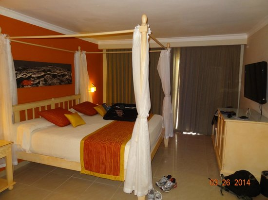 Grand Palladium Bávaro Suites Resort & Spa: Bedroom of the Romance Suite