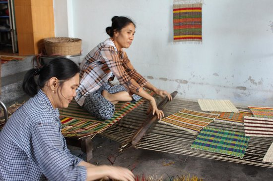 Nha Trang River Tour : Mat weaving
