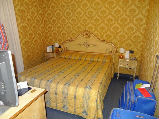 Hotel Carlton on the Grand Canal: Room bed