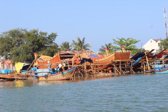 Nha Trang River Tour : River tour - boat building