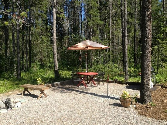 Reclusive Moose Cabins: Firepit & bbq area