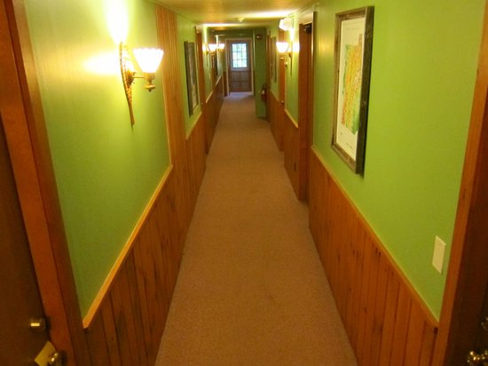 Timberholm Inn : Hallway to rooms