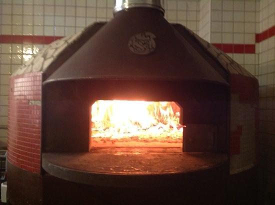 Il Melograno: il forno a legna del Melograno