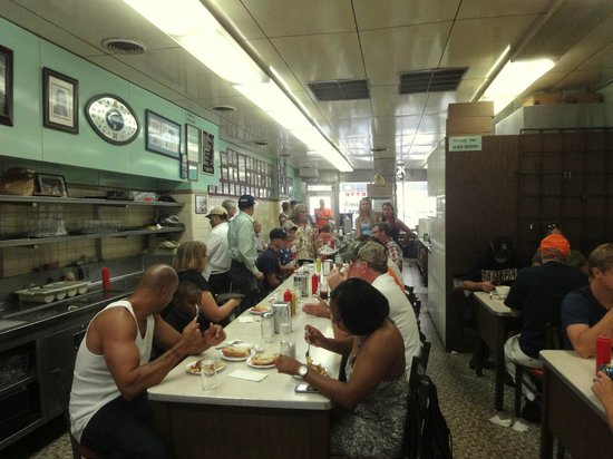 Lafayette Coney Island: Enterior of restaurant