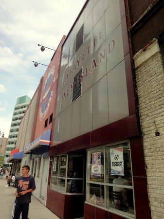 Lafayette Coney Island: Restaurant facade