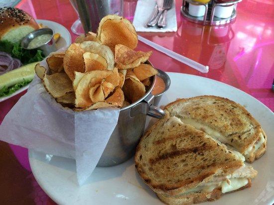 Big Pink : Reuben sandwich with chips