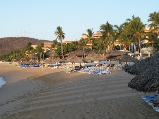 Dreams Huatulco Resort & Spa: Beach in the morning