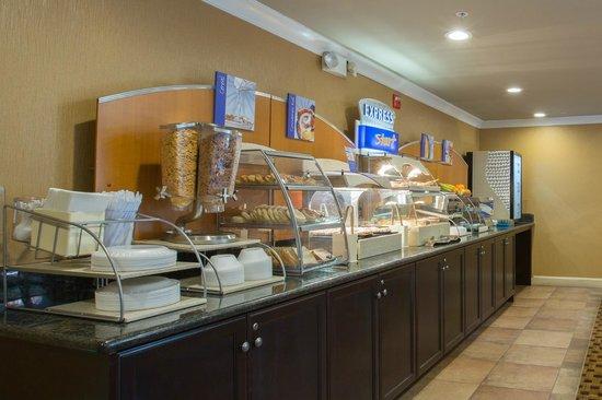 Holiday Inn Express Castro Valley - East Bay: Express Start Breakfast Bar
