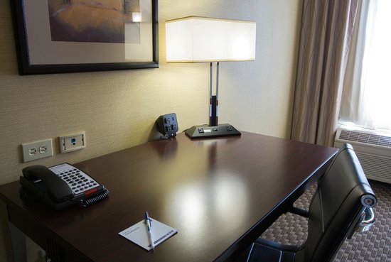 Holiday Inn Express Castro Valley - East Bay: Guest Room Desk