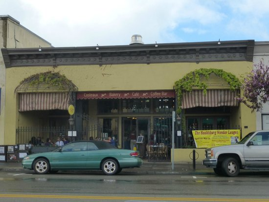 Healdsburg Plaza : This bakery/ restaurant, just off the plaza is worth a visit