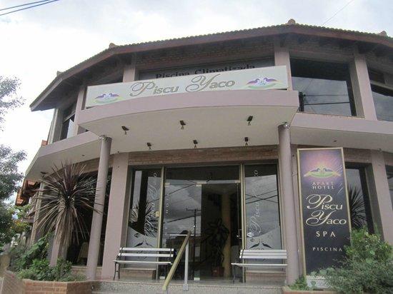 Piscu Yaco: vista frente hotel