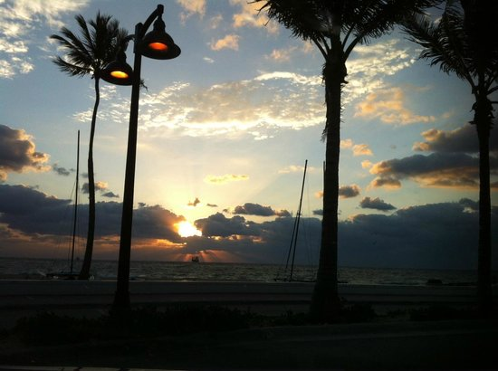 Bahia Mar Fort Lauderdale Beach - a Doubletree by Hilton Hotel: Gorgeous sunrise by the hotel