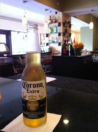 Bahia Mar Fort Lauderdale Beach - a Doubletree by Hilton Hotel: At the bar enjoying a cold one