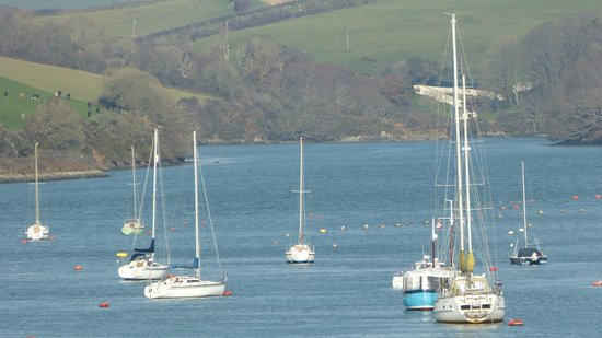 Salcombe Harbour Hotel & Spa: ..the classic view upstream from the Hotel..
