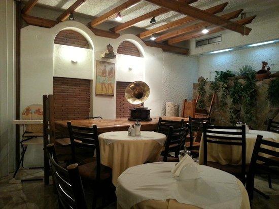 Acropolis View Hotel: Место для завтрака