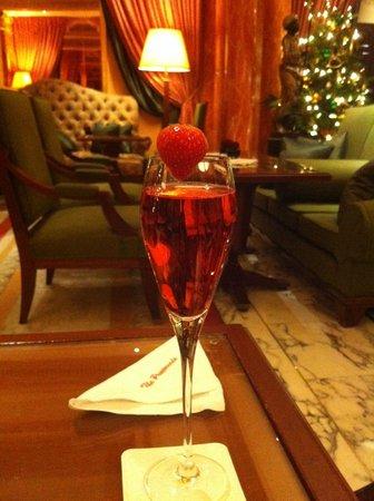 The Dorchester: Champagne strawberry cocktail
