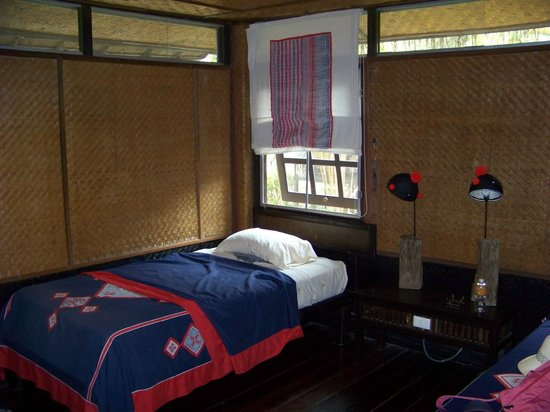 Hmong Hilltribe Lodge: Inside a room