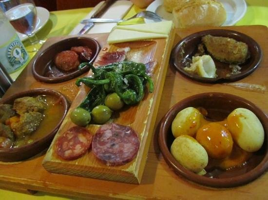 La Taberna de San Miguel : tapas platter to share