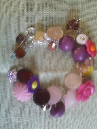 The Chalet Antiques Barn & Museum: Quality Vintage Button Bracelets Individually Priced