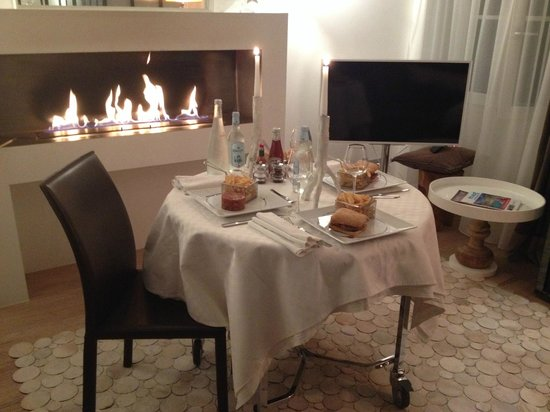 Petit Hotel Confidentiel: Service en chambre