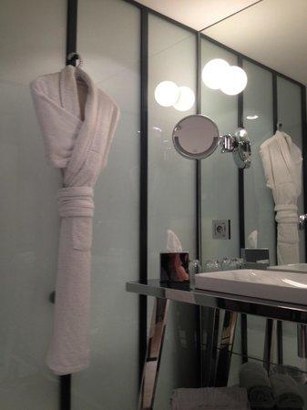 Petit Hotel Confidentiel: Salle de bains