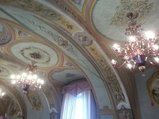 Relais San Maurizio: Il soffitto con gli affreschi