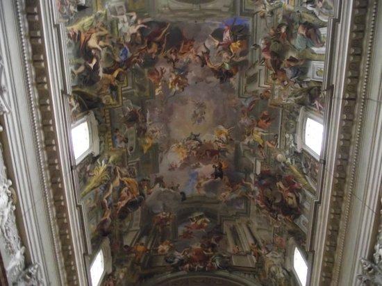 Chiesa di Sant'Ignazio di Loyola: Teto da nave central da igreja com afresco de Andrea Pozzo.