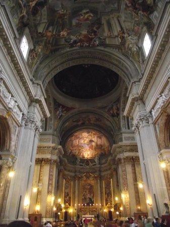 Chiesa di Sant'Ignazio di Loyola: Interior da igreja. Ao fundo, abside, ao centro, a falsa cúpula de Pozzo.