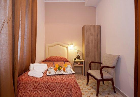 Hotel Caruso: Ampia Camera Matrimoniale