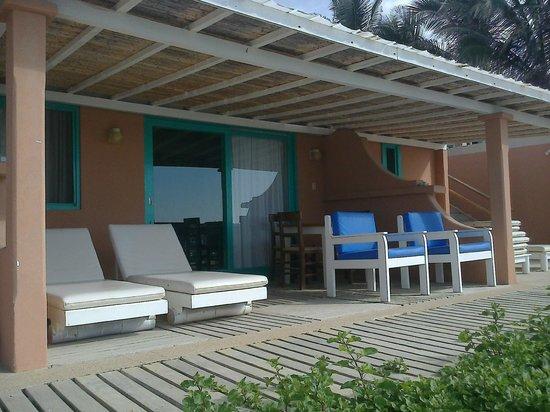 Hotel Puerto Palos: Deck privado de la suite