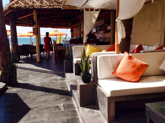 Unique Mui Ne Resort : Pool Side Bar