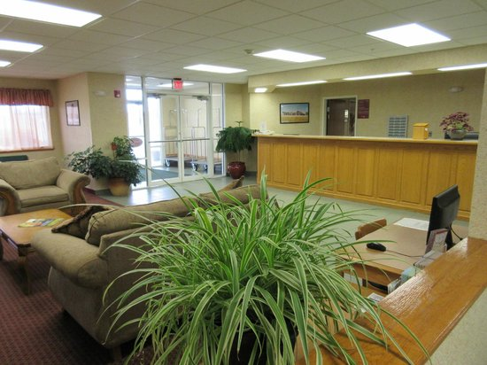 Parkfield Inn : Front Desk and Entry
