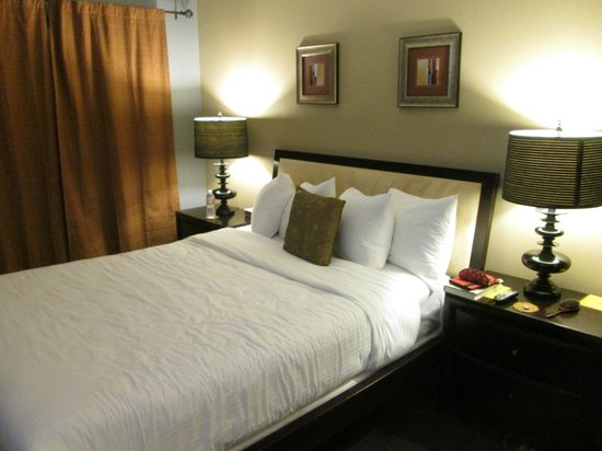 Avanti Hotel: Room 10