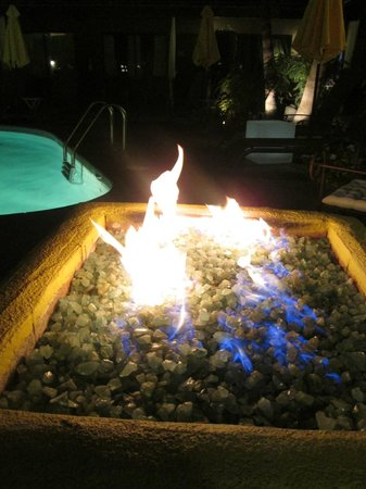 Avanti Hotel: The fire pit by the pool