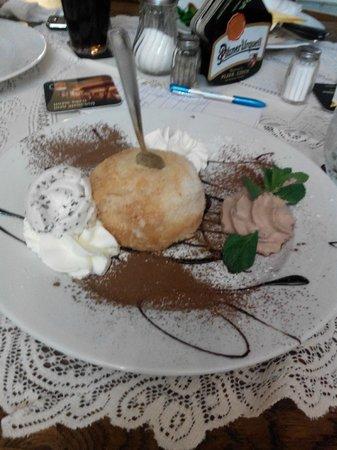 Matylda restaurant - pizzeria: Десерт. кокосовое пироженое