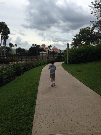 Disney's Coronado Springs Resort: Resort pathways