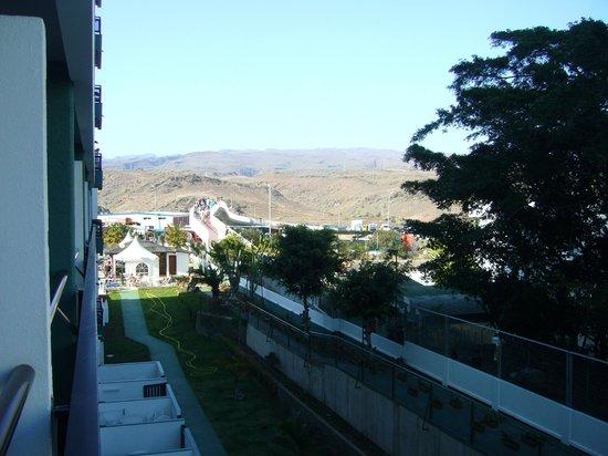 Hotel Green Field: Vy från östra sidan mot norr, rummet över lobbybaren