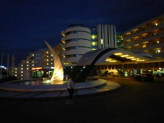 Hotel Paraiso de Albufeira: Hotel Paraiso, Albufeira at night