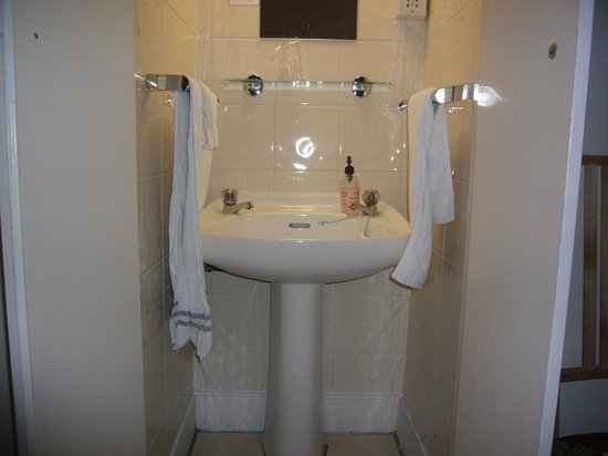 The Lavender Guest House: WASHBASIN