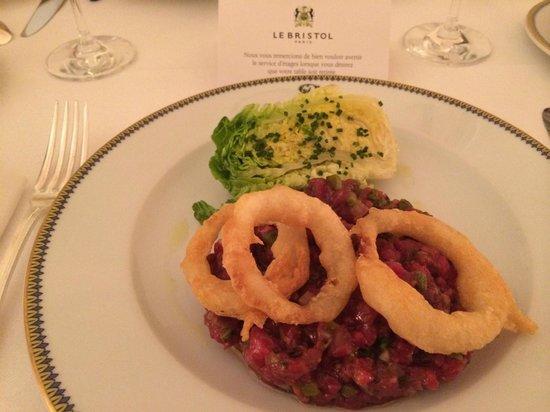 Le Bristol Paris: Steak tartar with onion rings