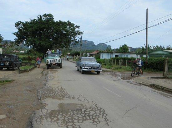 Villa Los Pandaderos: 200 meters from the casa passenger truck