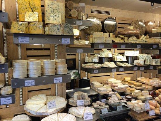 Fromagerie Laurent Dubois : Inside shop left side