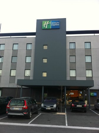 Hotel Holiday Inn Express Bilbao: Entrada hotel
